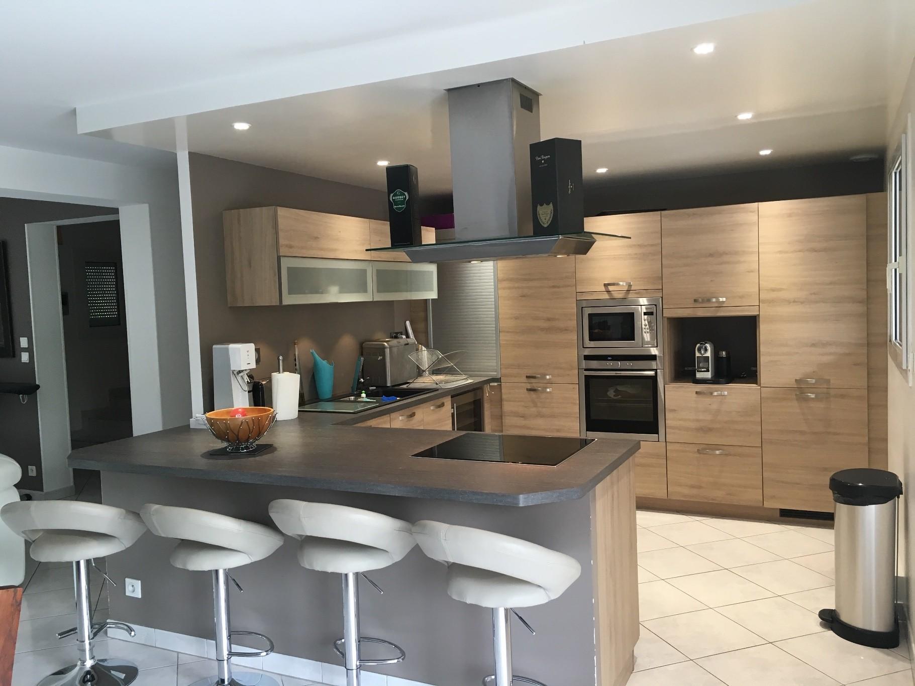 dijon toison d 39 or location maison 8 pi ces 190m2 2 100 cc r f 16 216 213030 cm. Black Bedroom Furniture Sets. Home Design Ideas